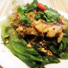 花生鱼片烩生菜的做法