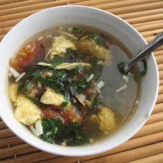 西红柿鸡蛋紫菜——爽口营养汤的做法