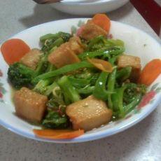 鱼豆腐戏西兰花