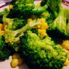 西兰花炒甜玉米的做法