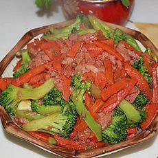 红萝卜西兰花炒午餐肉的做法