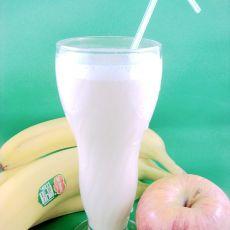 香蕉花生酱牛奶饮