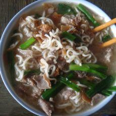 羊肉汤煮面条