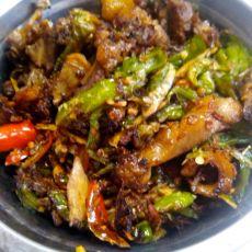 拆骨肉炒辣椒的做法
