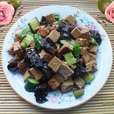 黄瓜木耳炒豆腐的做法