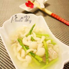 芦笋白玉菇滚猪骨汤