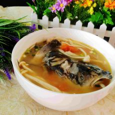 西红柿菌菇鱼头汤的做法