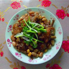 花生黄豆焖鸭翅的做法