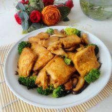 油豆腐炒香菇的做法