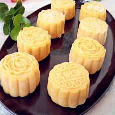 南瓜豆沙冰皮月饼