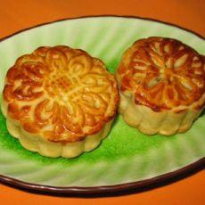 蛋黄白莲蓉月饼的做法