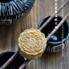 广式抹茶莲蓉蛋黄月饼
