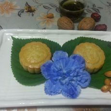 广式板栗莲蓉月饼