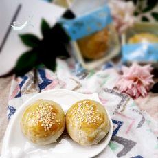 苏式咸蛋黄莲蓉月饼