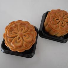 广式南枣核桃蛋黄月饼
