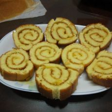 第一次做的丑丑菠萝蛋糕卷