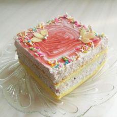 草莓奶油方蛋糕