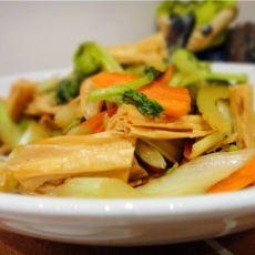 芹菜胡萝卜炒腐竹