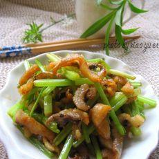 芹菜炒鳗鱼干的做法