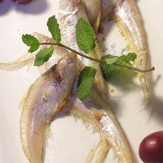 煎凤尾鱼的做法
