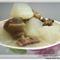 腊鸭腿煮萝卜汤