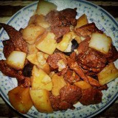 土豆萝卜炖牛肉