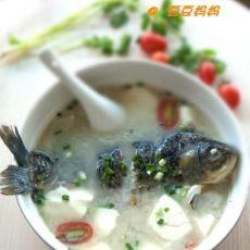冬季养胃鲫鱼豆腐汤