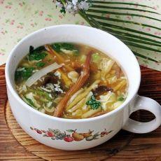 金针酸辣汤的做法