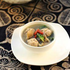 菠菜蘑菇汆丸汤的做法