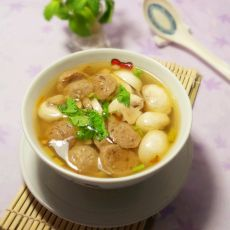 蘑菇肉丸汤的做法