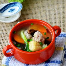 油豆腐木耳肉圆汤