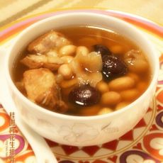 桂圆肉花生排骨汤的做法
