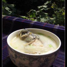 奶白萝卜丝鲫鱼汤