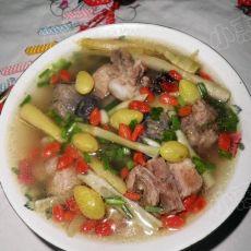 炖乌骨鸡银杏排骨汤的做法