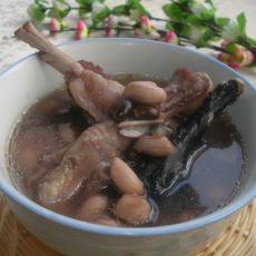 黑豆花生鸡脚汤