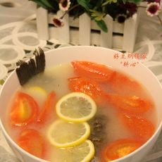 鲫鱼西红柿柠檬汤