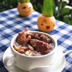 莲子薏米煲猪骨