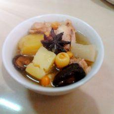 清甜莲子萝卜鸡腿汤