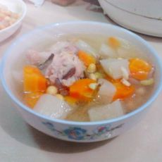 豆香鸡翅根炖萝卜