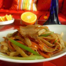 芹菜胡萝卜肉片炒饼的做法