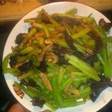 芹菜木耳炒肉
