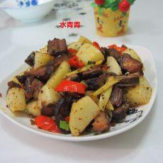 土豆丁炒腊鸭腿