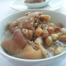 猪蹄花生汤的做法