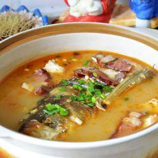冻豆腐腊肉炖鲢鱼头
