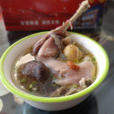 灵芝老鸡汤