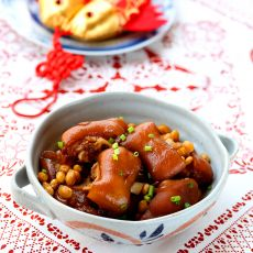 黄豆酱焖猪手的做法