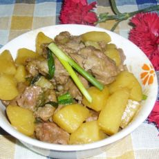 葱香排骨焖土豆的做法
