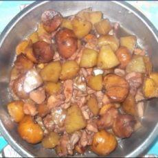 叉烧酱粟子土豆焖鸡