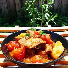 牛腩焖土豆番茄
