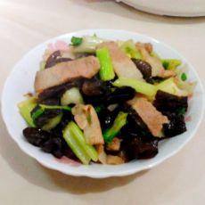芹香木耳回锅肉的做法